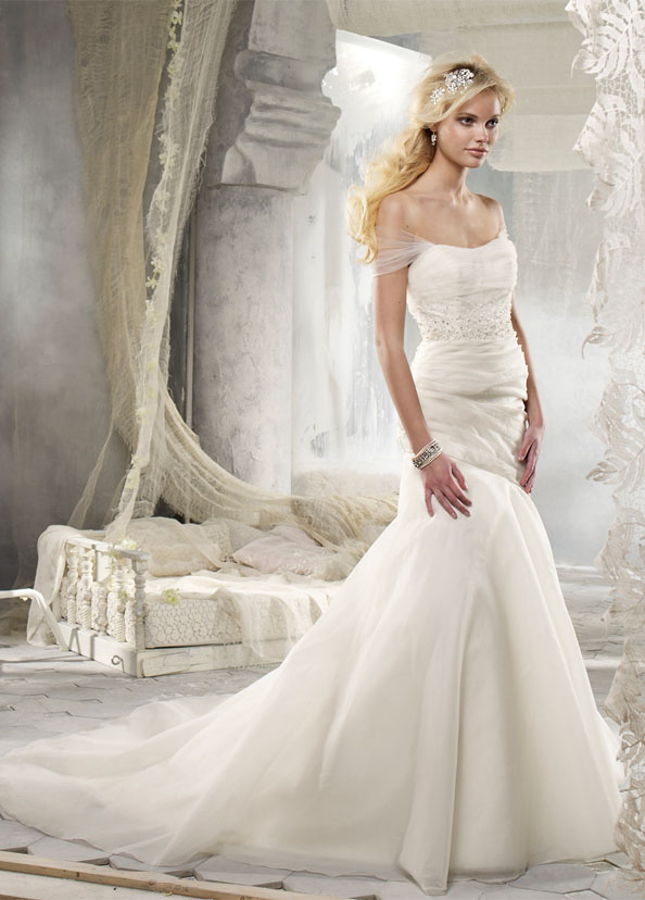 Alvina Valenta vestidos de noiva, vestidos de casamento estilo AV9214 por JLM Couture, Inc.
